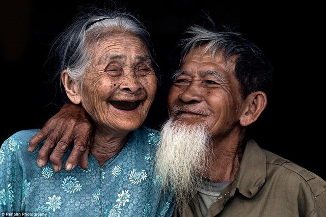 Vẻ hạnh phúc của một cặp vợ chồng già ở làng Trà Quế, Quảng Nam - một trong những địa điểm mà Réhahn yêu thích nhất tại Việt Nam
