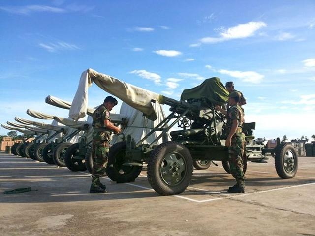 Theo tiết lộ của Trung tướng Chao Phirun, Cục trưởng Cục Trang bị - kỹ thuật Bộ Quốc phòng Campuchia gói viện trợ lần này bao gồm 44 xe gồm có xe jeep, xe tải gắn bệ phóng tên lửa và ít nhất 6 hệ thống súng máy phòng không di động và pháo phòng không.