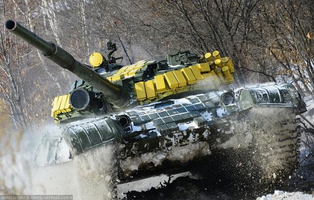 Xe tăng T-72B3 trong cuộc thi Tank Biathlon được Quân đội Nga tổ chức hàng năm với nhiều nước tham dự. Đây được coi là một mẫu tăng huyền thoại đủ điều kiện tham chiến trong chiến trường hiện nay, T-72B3 có khối lượng 46 tấn và được trang bị pháo nòng trơn 2A46M 125 mm.