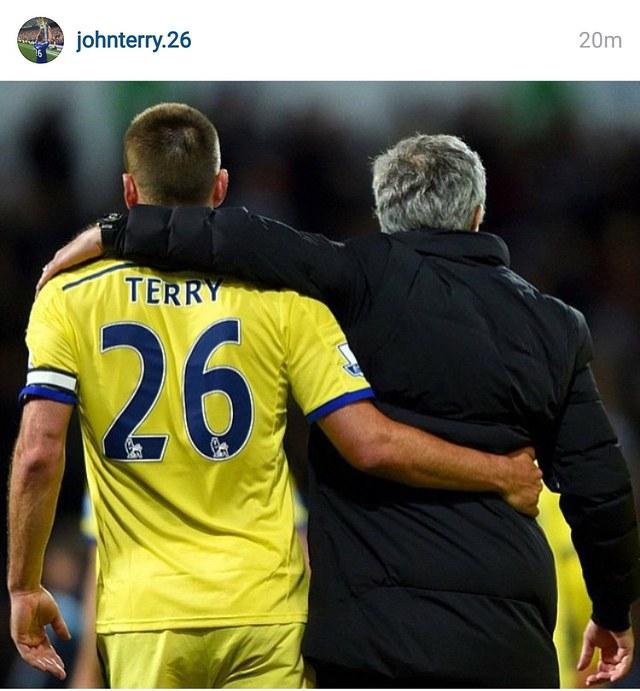 Terry tiễn Mourinho rời đi để tiếp tục làm trùm ở Chelsea.