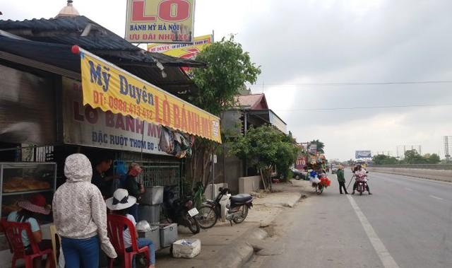 Tiệm bánh mì Mỹ Duyên - nơi xảy ra sự việc nhóm thanh niên đánh hội đồng chị Chung - Ảnh: Doãn Hòa