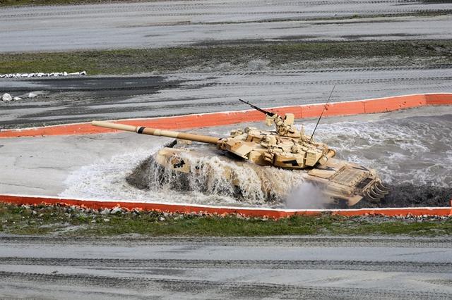 Nhưng do bộ ba T-14, T-15 và Koalisya-SV vẫn đang được phân loại nên nó không tham gia trình diễn bắn tính năng, thay vào đó, loại xe tăng chủ lực T-90S đảm nhận nhiệm vụ này.