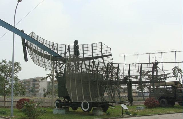 Đài radar P-35 huyền thoại đang được trưng bày tại Bảo tàng Phòng không - Không quân. Ảnh: Xuân Thắng.