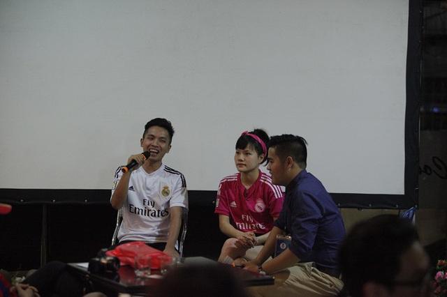 VĐV bóng đá biểu diễn Đỗ Kim Phúc - người từng giành được suất sang thăm Real tại TBN và giao lưu với Ramos, cũng có mặt