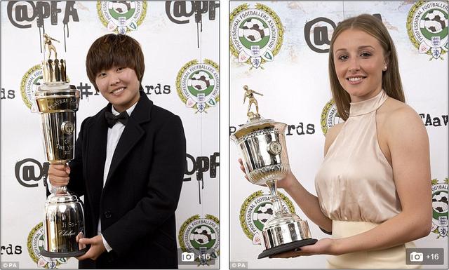 Bên phía bóng đá nữ, Ji So-yun (trái) được bầu chọn là Nữ cầu thủ xuất sắc nhất năm. Leah Williamson là nữ cầu thủ trẻ xuất sắc nhất năm.