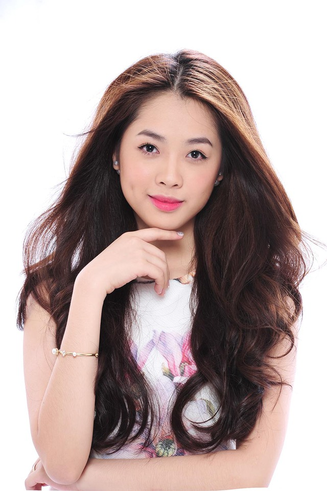 """Nỗ lực rèn luyện dựa trên những lời góp ý của giới chuyên môn, ngày 22/07, Khánh Tiên chính thức ra mắt single đầu tay """"Crush On You"""" để đánh dấu bước đi đầu tiên trong sự nghiệp ca hát chuyên nghiệp."""
