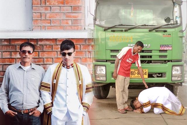 Hai cha con Srisakul. Bức ảnh chàng sinh viên quỳ sụp dưới chân cha đã và đang được chia sẻ mạnh trên mạng xã hội Thái Lan.