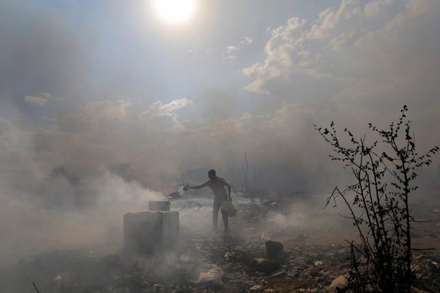 Hỏa hoạn thiêu rụi khu ổ chuột Kaya Sands ở thành phố Johannesburg, Nam Phi.