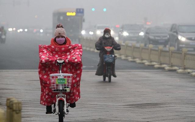 Chính quyền Bắc Kinh yêu cầu đóng cửa 2.100 doanh nghiệp gây ô nhiễm cao và khuyến cáo người dân nên ở trong nhà.