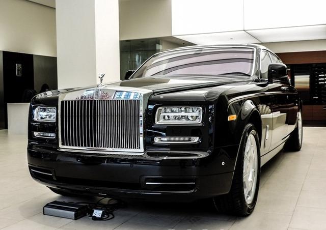 Mẫu xe trước đó xuất hiện tại showroom của Rolls Royce.