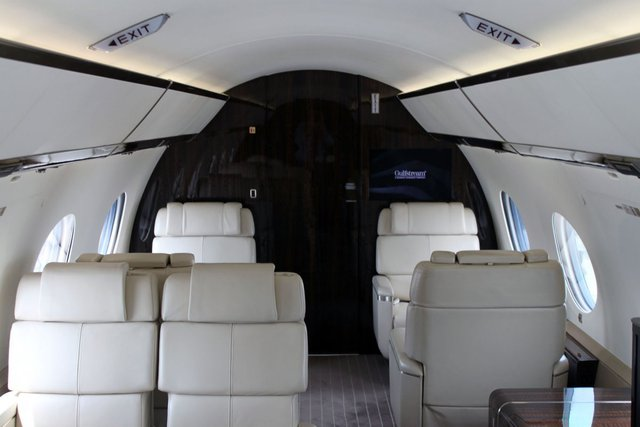 Máy bay gồm 12 sàn lựa chọn khác nhau và hành khách có thể tùy chỉnh giao diện mà họ yêu thích.