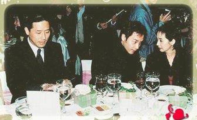Đường Hạc Đức, Trương Quốc Vinh, Mao Thuần Quân trong một buổi tiệc.
