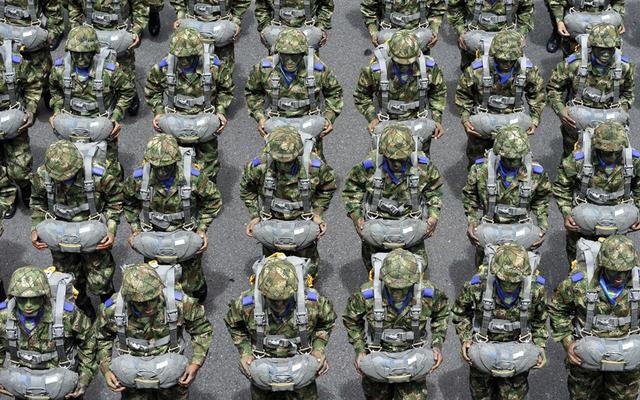 Các binh sĩ tham dự lễ duyệt binh mừng ngày quốc khánh Colombia ở thủ đô Bogota.