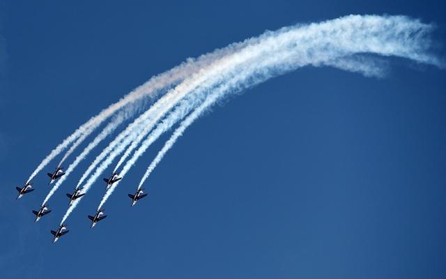 Phi đội máy bay Patrouille de France của Không quân Pháp trình diễn bay đội hình trong khi luyện tập tại Haguenau.