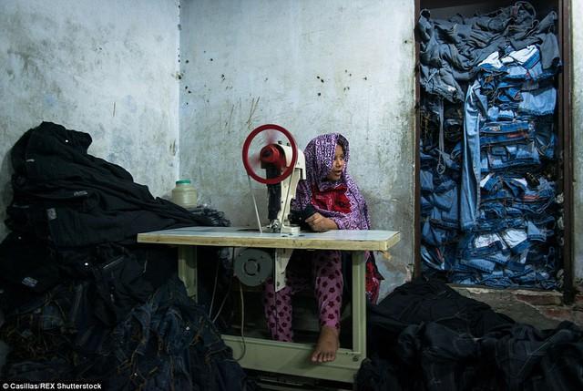 Theo UNICEF, có khoảng 1 triệu trẻ em trong độ tuổi từ 10 tới 14 phải tham gia lao động ở Bangladesh, tuy nhiên con số thực còn cao hơn rất nhiều.