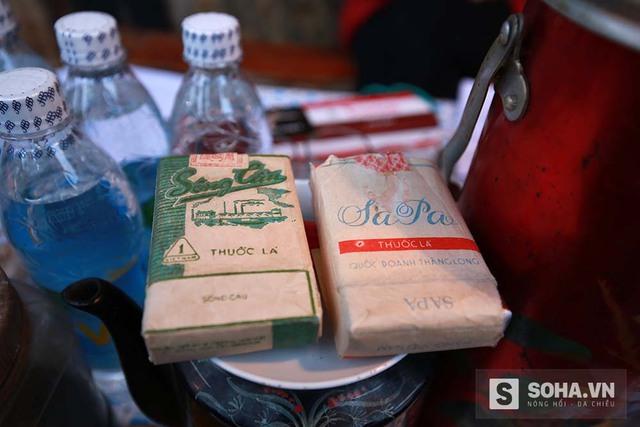 Những gói thuốc lá hiệu Sông Cầu, Sapa cùng chén trà mạn, kẹo lạc đã trở thành một phần ký ức của người Hà Nội.