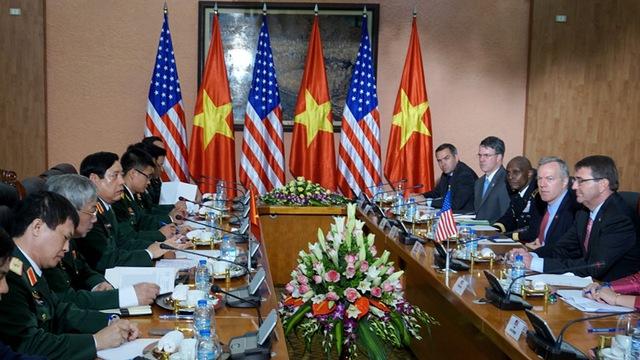 bộ trưởng quốc phòng, cải tạo đảo, cảnh sát biển, hải quân, Phùng Quang Thanh, Ashton Carter, vũ khí, nhân quyền, Đối thoại Shangri-La