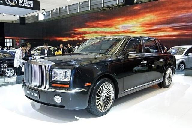 """Xe sang """"nhái""""  Tại triển lãm Ôtô Thượng Hải năm 2009, hãng xe Geely của Trung Quốc trình làng chiếc xe Geely GE. Người tham dự triển lãm đã """"giật mình"""" khi thấy chiếc xe này trông quá giống chiếc Rolls Royce Phantom. Geely GE có giá 44.550 USD, trong khi một chiếc Rolls Royce Phantom có giá 371.260 USD.  Tương tự, năm ngoái, hai hãng xe Trung Quốc là Changan Auto và Jiangling Motors Corporations """"bắt tay"""" sản xuất chiếc LandWind X7 (giá 20.700 USD) trông cực giống chiếc Range Rover Evoque (giá từ 59.000 USD) của hãng Jaguar Land Rover."""