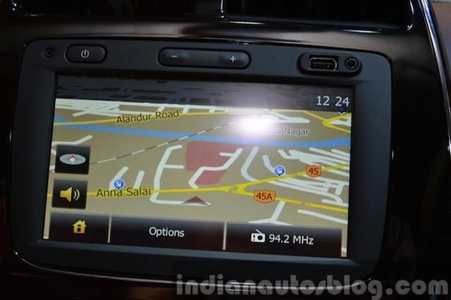 Ở bản cao cấp sở hữumàn hình cảm ứng trung tâm 7 inch, kết nối Bluetooth, USB...