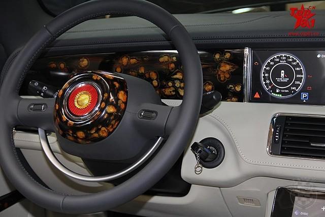 Bảng điều khiển trong xe.