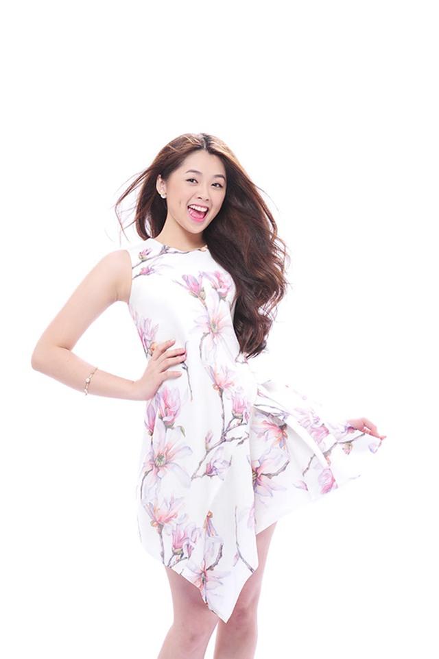 Không còn là giọng ca non nớt như thời thi Vietnam Idol, hình ảnh và phong cách của Khánh Tiên được định hình tươi mới và rõ ràng hơn.