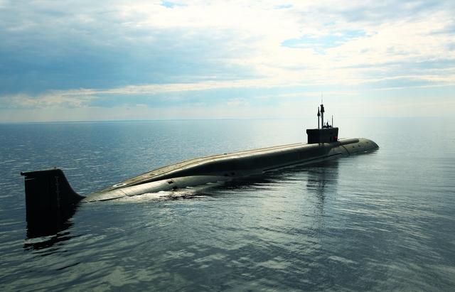 Tàu ngầm lớp Borei thuộc Hạm đội Biển Bắc trong một cuộc tập trận tại vùng biển Barent, đây là mẫu tàu ngầm hạng nặng được kế thừa thiết kế từ lớp Typhoon.  Tàu ngầm Borei được xem là đỉnh cao của nền công nghiệp quốc phòng Nga, nó được trang bị động cơ hạt nhân và những công nghệ tiên tiến nhất thế giới. Vũ khí chủ lực của tàu là 16 quả tên lửa liên lục địa RSM-56 Bulava.
