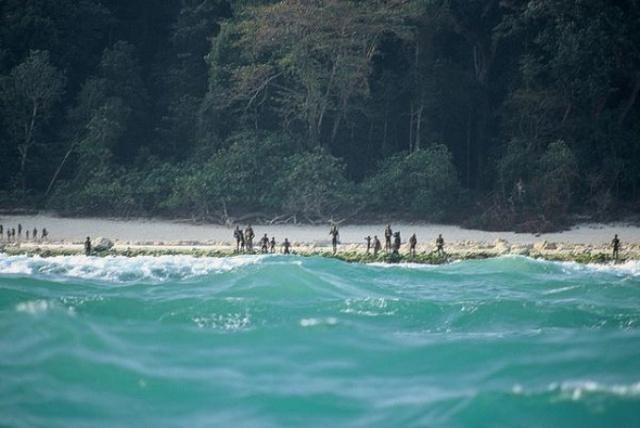 Những người cố tình xâm nhập đảo rất dễ mất mạng trước sự tấn công của dân đảo.