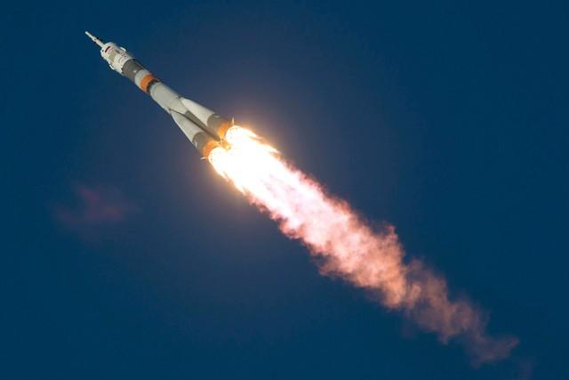 Tên lửa đẩy Soyuz-FG mang theo tàu vũ trụ Soyuz TMA-19M rời khỏi bệ phóng tại trung tâm vũ trụ Baikonur ở Kazakhstan để đưa các phi hành gia lên Trạm không gian quốc tế (ISS).