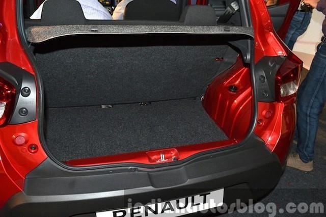 Cốp sau có thể tích chứa đồ khá nhỏ so với các xe crossover hạng B nhưng vẫn đủ nhu cầu người dùng