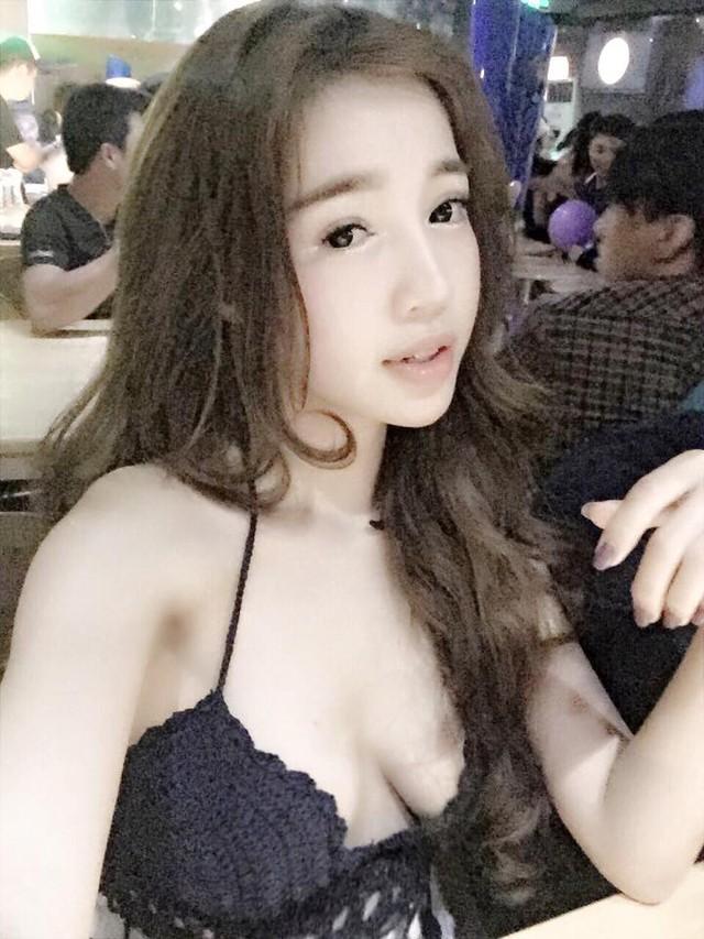 Vòng 1 kém săn chắc của Elly Trần