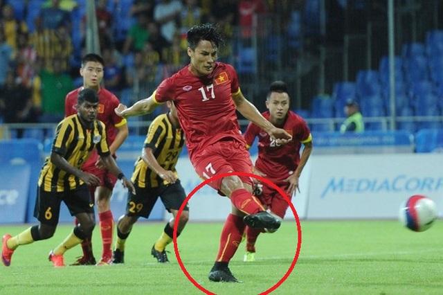 Còn Mạc Hồng Quân dùng mẫu giày thiết kế riêng cho Ronaldo