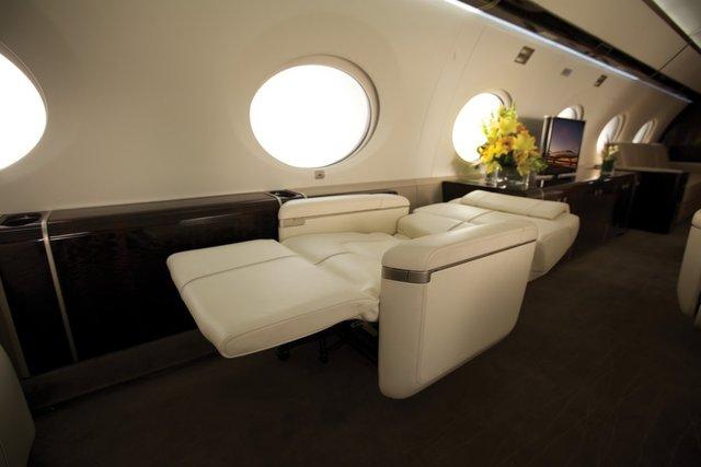 Cùng những chiếc ghế xoay sang trọng tạo cảm giác thoải mái có thể sử dụng như một giường ngủ ngon giấc cho hành khách.