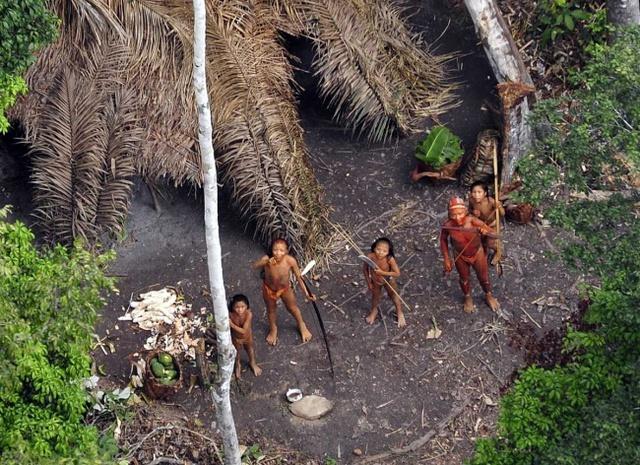 Thổ dân sinh sống trên hòn đảo.