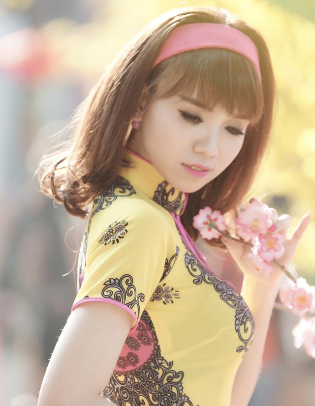 Nguyễn Đinh Diễm Thụy, sinh ngày 29/12/1989 là cô gái cùng lúc làm 3 nghề (tham gia hoạt động nghệ thuật, gương mặt đại diện cho nhãn hàng quốc tế, kinh doanh quần áo online), thu nhập 25 triệu/tháng.