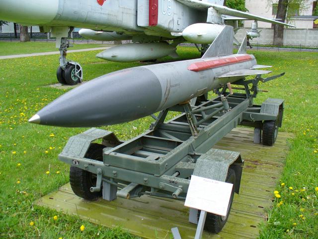 Một gói nâng cấp đã bị hủy bỏ vào năm 1991, nhưng các báo cáo năm 1998 nói rằng một phiên bản nâng cấp của Kh-15 có thể trang bị cho máy bay chiến thuật Su-35.