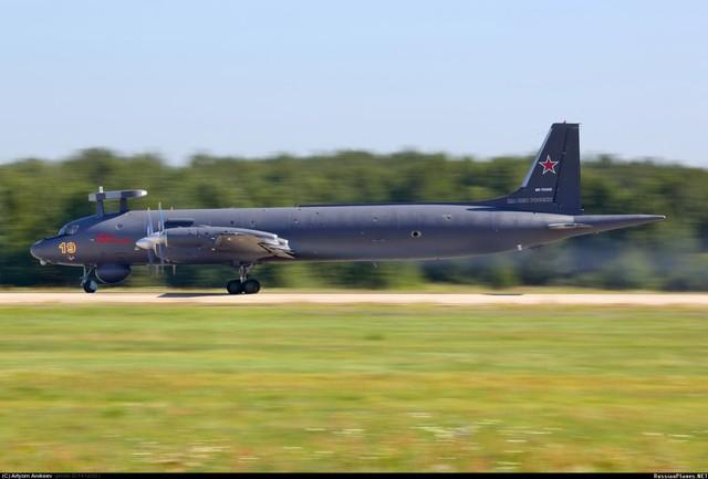 """Được biết trước đây, hải quân Nga đã trao một hợp đồng nâng cấp 5 chiếc Il-38 lên chuẩn """"N"""" cho Tổ hợp hàng không Ilyushin, trực thuộc Tập đoàn máy bay Thống nhất. Chiếc đầu tiên đã được lực lượng không quân của hải quân Nga tiếp nhận vào ngày 15-7-2014."""