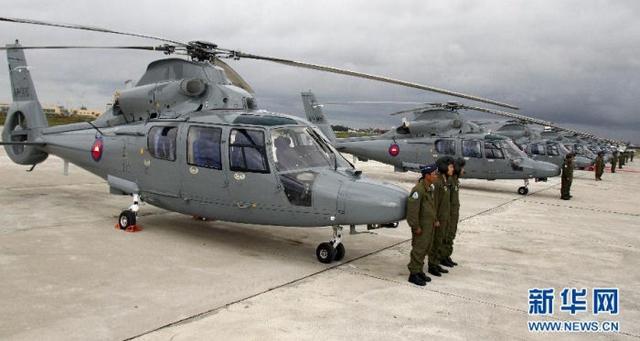 Viện trợ của Trung Quốc cho Campuchia hiện nay lớn hơn nhiều so với viện trợ của Mỹ. Hồi năm 2010, Mỹ đã hủy việc bàn giao 200 xe quân sự cho Campuchia sau khi Phnôm Pênh trục xuất một nhóm người xin tị nạn Duy Ngô Nhĩ về Trung Quốc vào năm 2009.