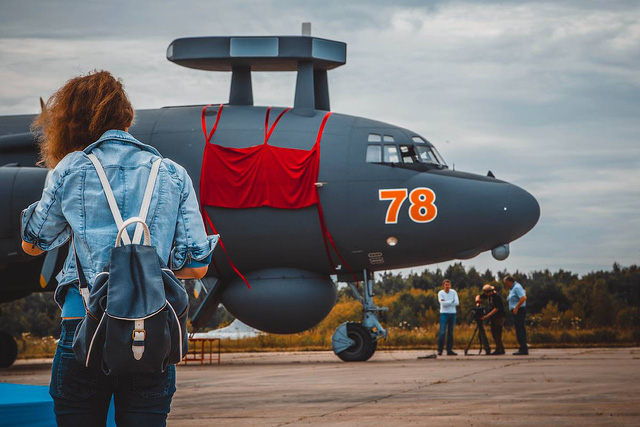 """Kế tiếp là mẫu máy bay Il-38N """"sát thủ tàu ngầm"""" vừa mới được Quân đội Nga hiện đại hóa sâu trong thời gian dài.  Sau gói nâng cấp này, Il-38N càng khủng khiếp hơn khi theo dõi một lúc được 30 mục tiêu trong phạm vi 320 km. Hơn thế nữa, nó còn được trang bị hệ thống tác chiến Novella và bom dẫn đường KAB-500PL."""