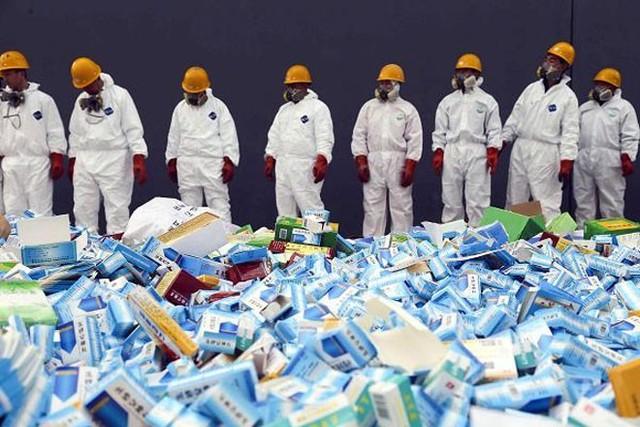 Thuốc giả  Tháng 4/2014, đài RFI của Pháp đưa tin hải quan nước này đã tịch thu 10 tấn thuốc giả dành cho bệnh nhân bị rối loại cương dương và tiêu chảy có nguồn gốc từ Trung Quốc. Thành phần của các loại thuốc giả này thực chất chỉ là đường. Lô hàng có trị giá 1 triệu Euro. Chống thuốc giả hiện là một ưu tiên của Trung Quốc.