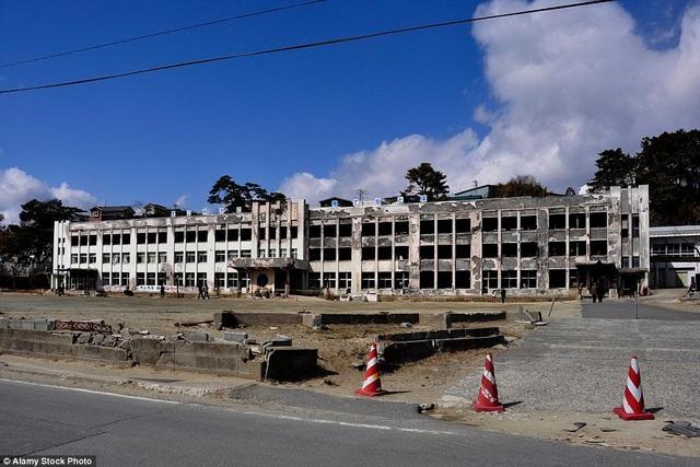 Một trường tiểu học khác tan hoang sau sóng thần.