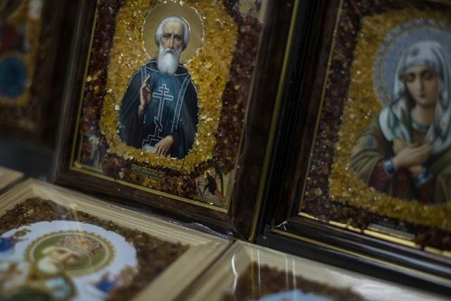 Các bức tranh Thiên Chúa Giáo khảm hổ phách.