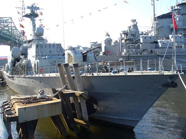 Tàu hộ vệ tên lửa USNS Hiddensee trong biên chế Hải quân Mỹ