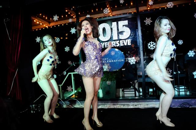 Với Crazy, She rocks... nữ ca sĩ Hà Thành khiến người nghe không thể đứng yên.