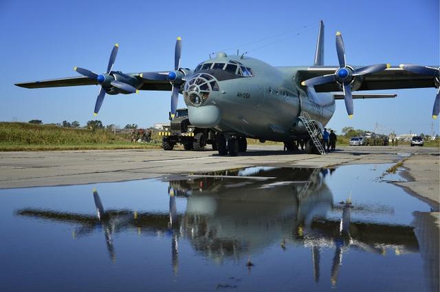 Máy bay vận tải hạng trung An-12BK, biến thể mới được Quân đội Nga nâng cấp. An-12BK cũng được Nga sử dụng cho việc vận chuyển hàng hóa nhân đạo đến Syria trong thời gian qua bởi nó có sức tải khá tốt, lên tới 30 tấn.
