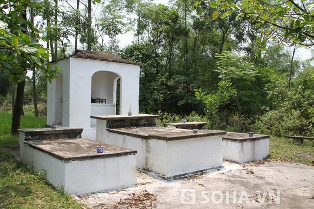 Khu vực cầu phà bắc qua sông Già đi xuyên làng Hạ Lội được xây dựng lên 1 khu miếu thờ để tưởng nhớ đến lịch sử hào hùng của cha ông.