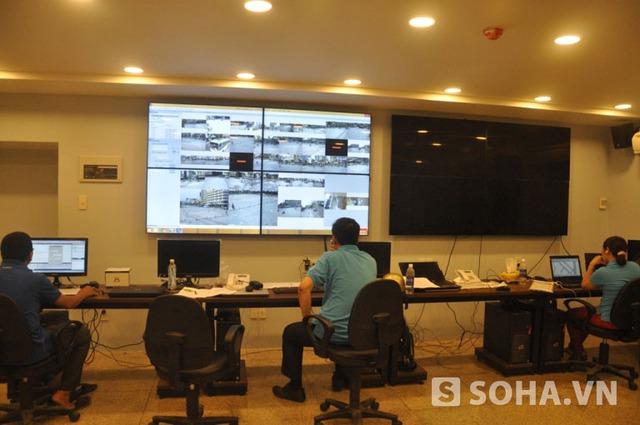 Đài phun nhạc nước được điều khiến bởi hệ thống đặt bên dưới đường đi bộ Nguyễn Huệ
