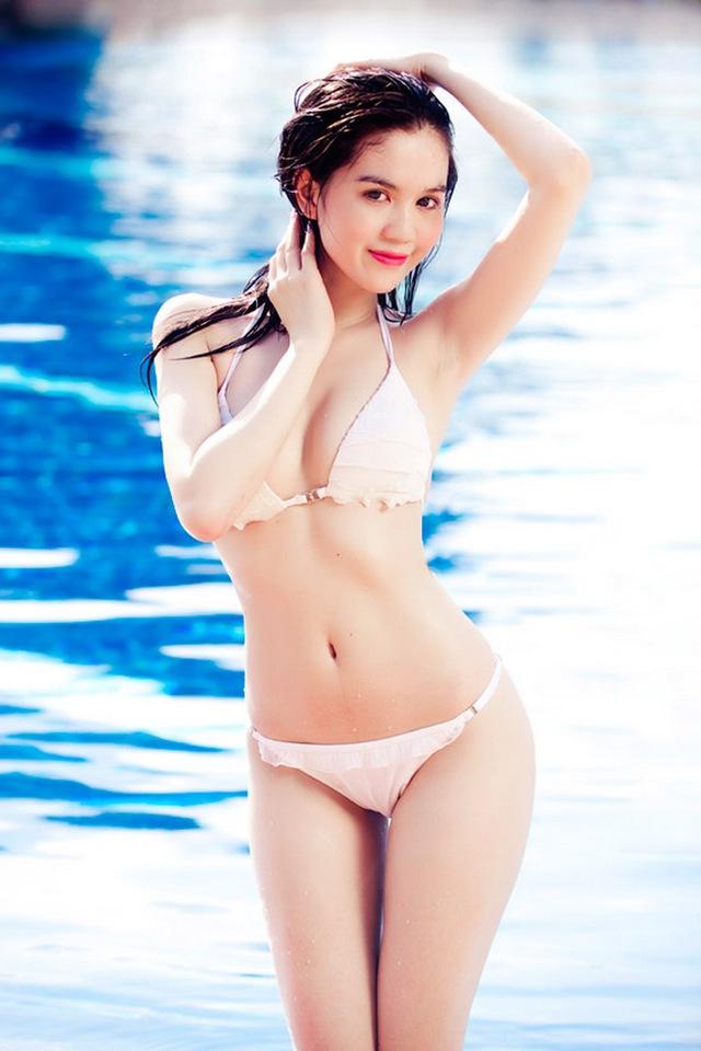 Trên mạng, từ khóa Ngọc Trinh cho ra những kết qua đa phần là những bức hình nóng bỏng, quyến rũ của cô trong những bộ đồ mát mẻ.