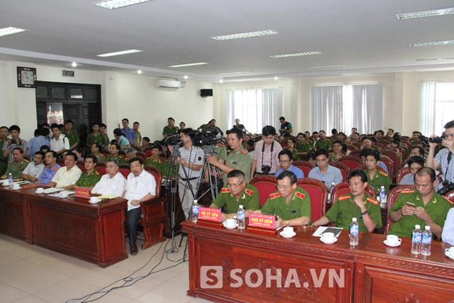 Chiều 22/7, Công an tỉnh Nghệ An đã tổ chức buoir họp báo thông tin về vụ thảm sát 4 người ở bản Phồng (Tam Hợp, Tương Dương, Nghệ An).