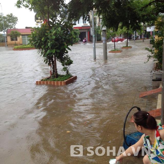 Tại khu vực hồ Tức Mặc, mưa lớn cũng làm cho khu vực này bị ngập úng hoàn toàn.