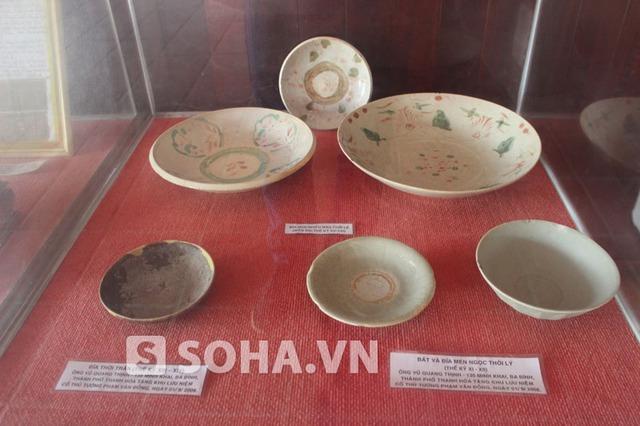 Các đĩa, bát cổ từ thời Lý được các nhà sưu tập gửi tặng.